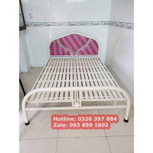 Giường sắt giá rẻ màu kem